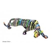 Apportez une touche décalée à votre décoration intérieure avec cette sculpture originale d'une panthère colorée.