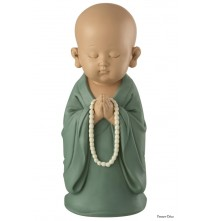 Pour un intérieur zen et relaxant, optez pour cette statuette représentant un moine en pleine méditation.